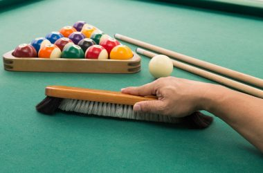 Hand brushing pool table
